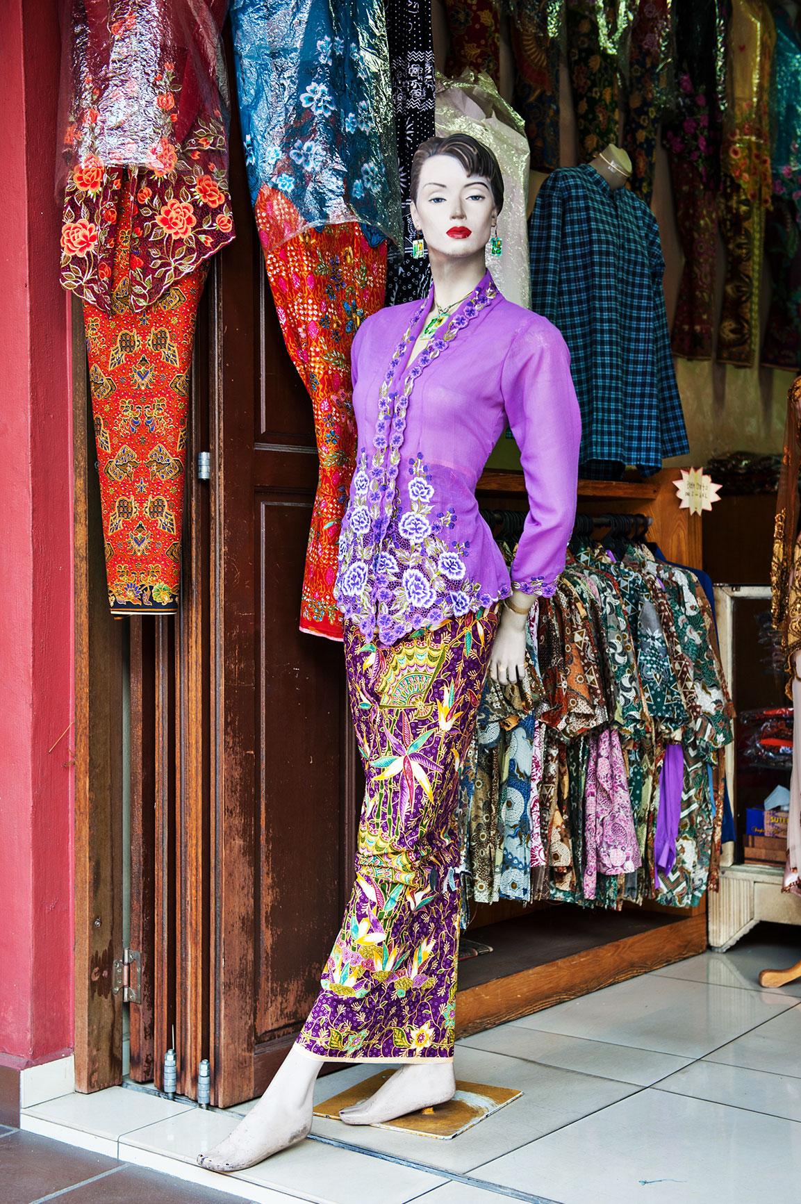 Malaysia_Melaka_Nyonya-dress_