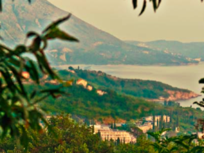 Vår kroatiska familj har en magnifik utsikt över Mlini och de bosniska bergen.