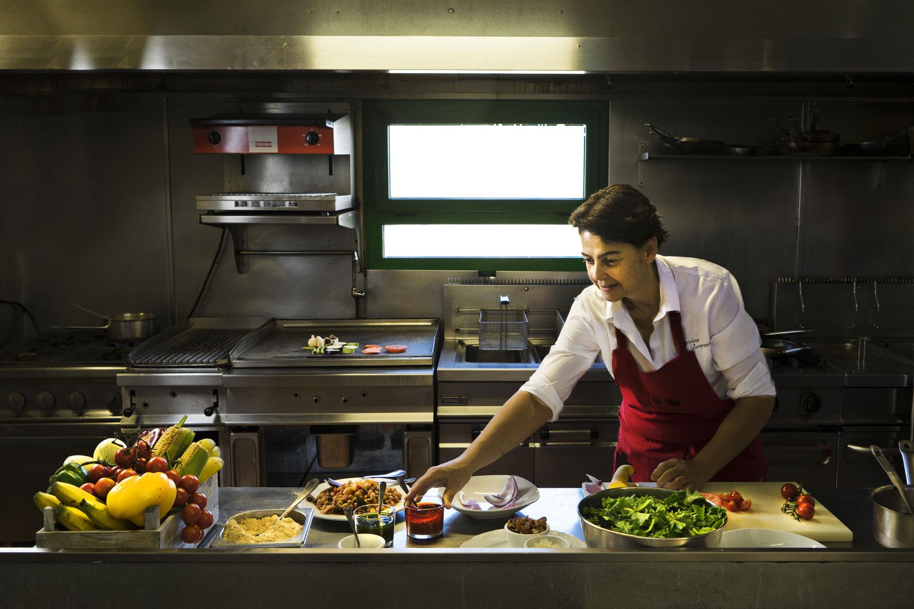 God kanariska husmanskost uppdaterad och tillagad på ett modernt sätt hittar du på restaurangen som hör till Jardin Canario.